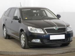 Škoda Octavia 2012 Combi černá 8