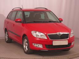 Škoda Fabia 2012 Combi červená 9