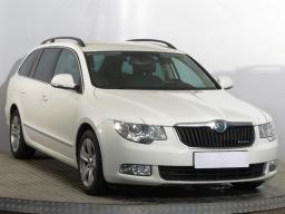 Škoda Superb 2012 Combi bílá 4