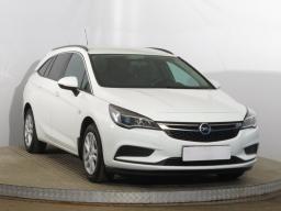 Opel Astra 2017 Combi bílá 7