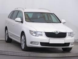 Škoda Superb 2012 Combi bílá 6