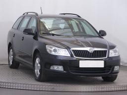 Škoda Octavia 2011 Combi černá 10