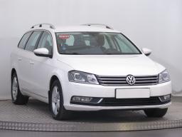 Volkswagen Passat 2013 Combi bílá 4