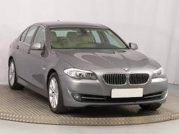 BMW 5 2012 Sedan šedá 4